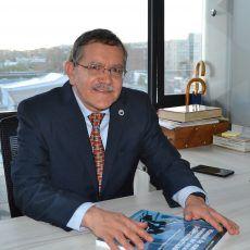 Dr. Ricardo Navarro es reelegido como decano de la Facultad de Medicina de la U. Nacional