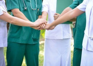 Gremios médicos se manifiestan ante ley que regula política de convalidación de títulos